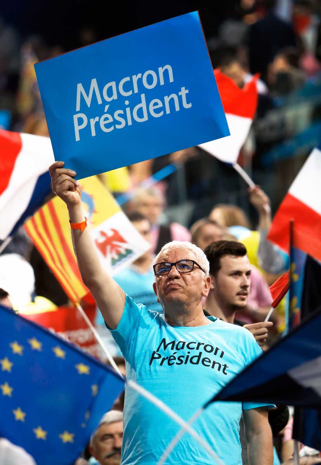 Emanuelle Macron tog emot folkets jubel vid sitt valmöte.