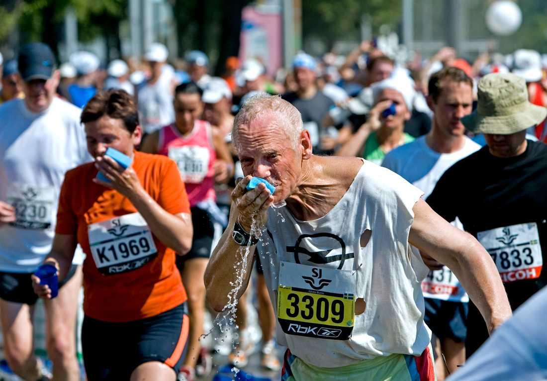 2007 var ett annat varmt Stockholm Marathon med 30 grader i skuggan.