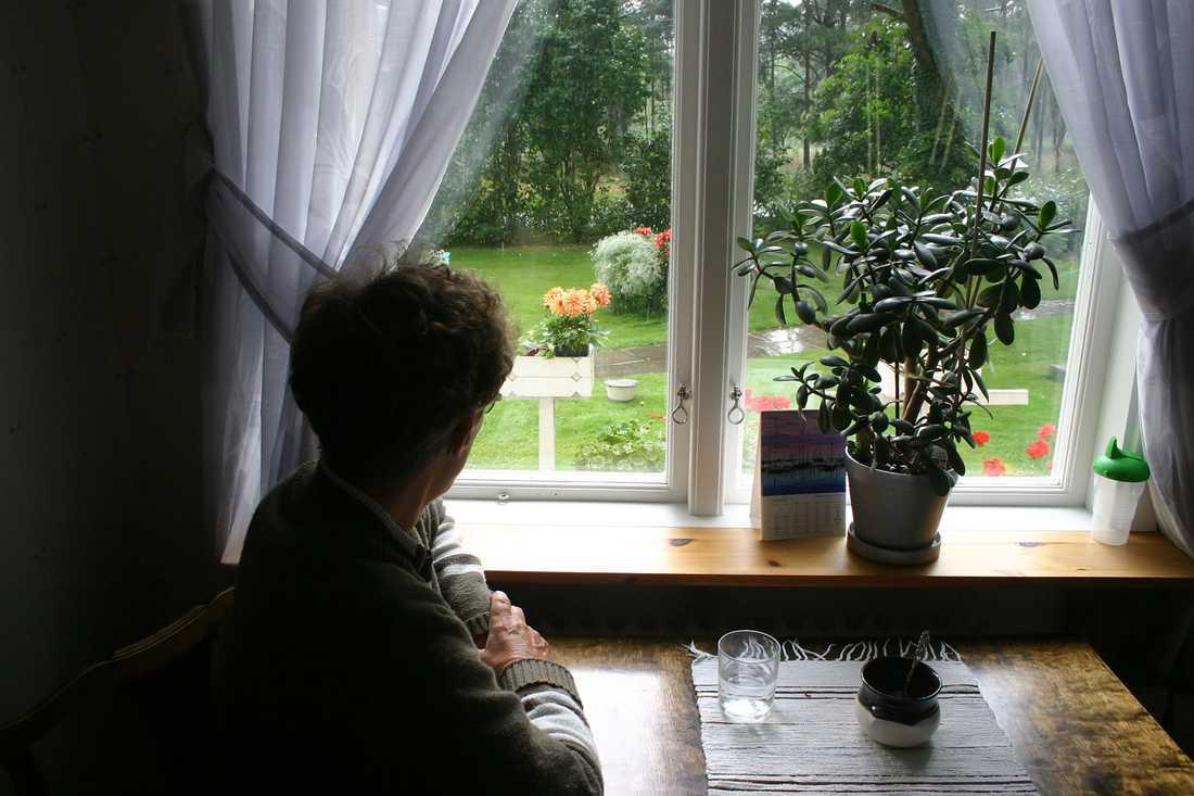 De äldre blir fångar i sina egna hem.