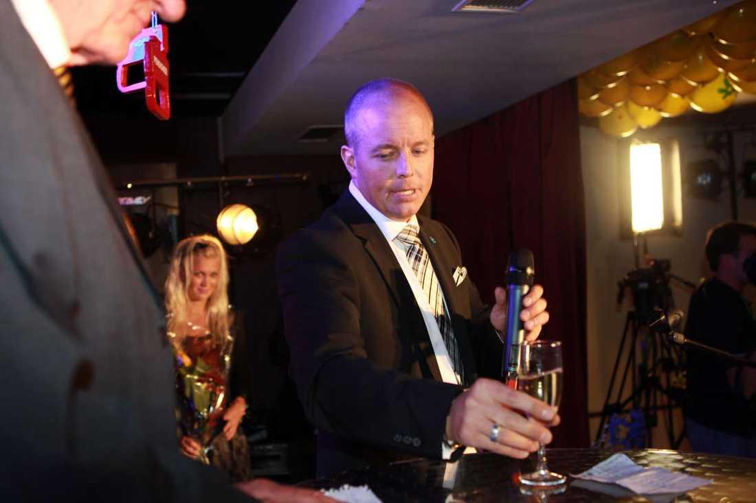Sverigedemokraternas partisekreterare Björn Söder höll tal på valvakan på restaurang Thomas Bord.