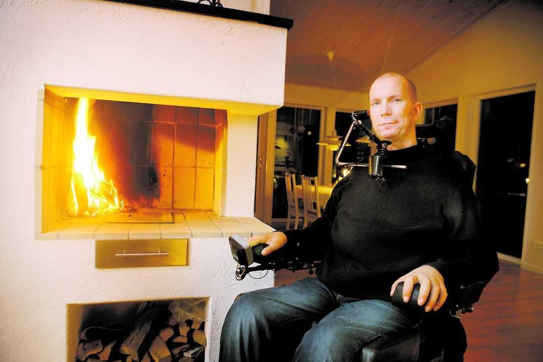 """kraschade ner i en ravin """"Vad skulle läkarna gjort åt min önskan att få dö?"""" säger Martin Engqvist, 40. I dag har han ett rikt liv, men skulle förmodligen valt döden om han erbjudits aktiv dödshjälp på sjukbädden för åtta år sedan."""