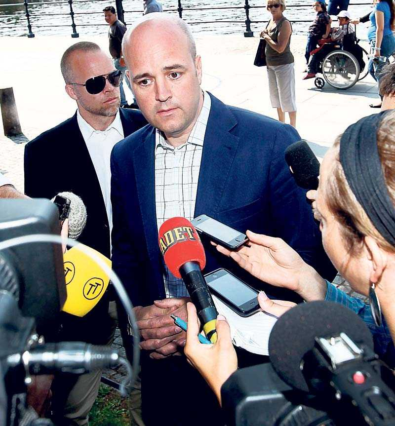 sjunker Förtroendet för Fredrik Reinfeldt har sjunkit sedan Sven Otto Littorin avgick som arbetsmarknadsminister i förra veckan. Det visar opinionsmätningen som Aftonbladet låtit Sifo göra. 18 procent uppger att de känner mindre förtroende för statsministern än tidigare.