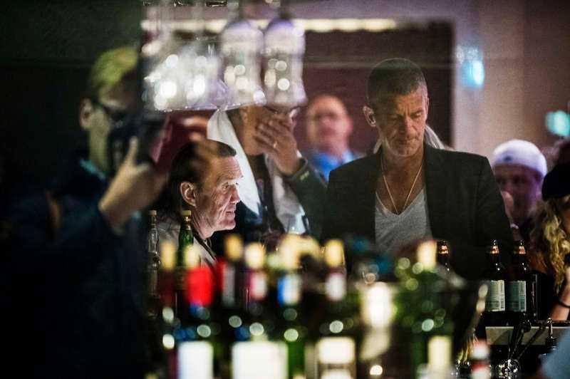 Nicko McBrain hängde i baren tillsammans med Jesper Parnevik och Lasse Berghagen.