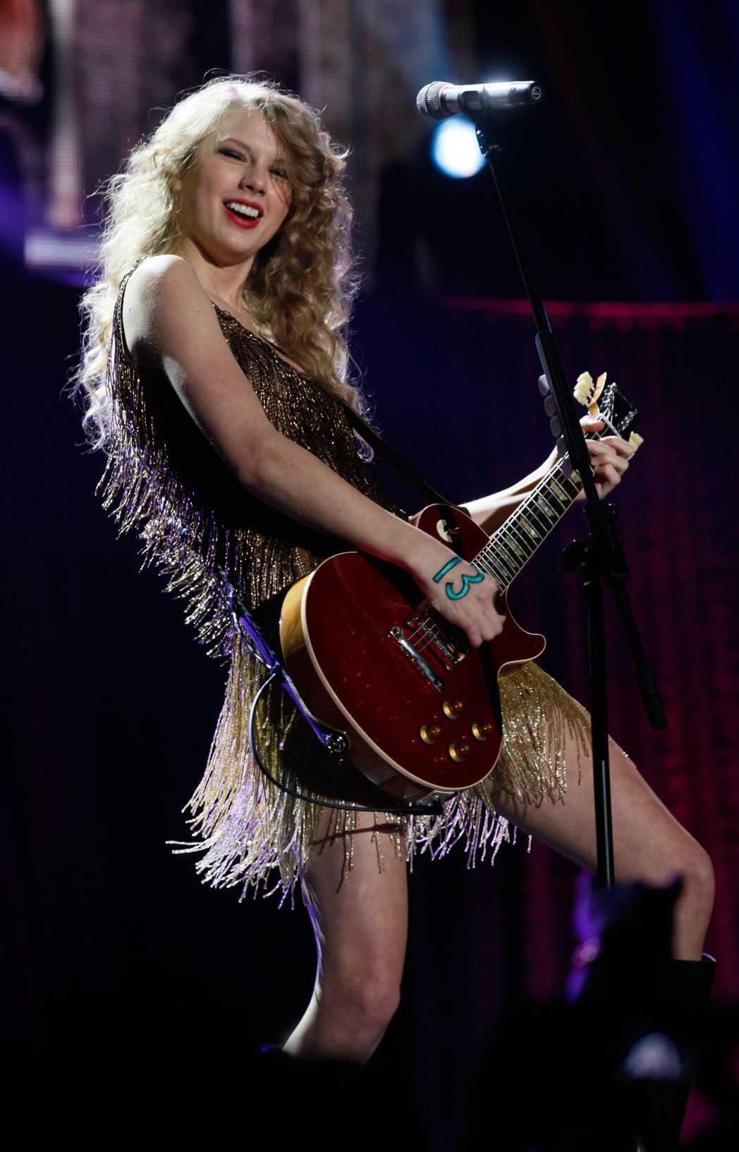 Taylor Swift rockar loss Världsartisten har uppträtt på Allure of the seas scen.