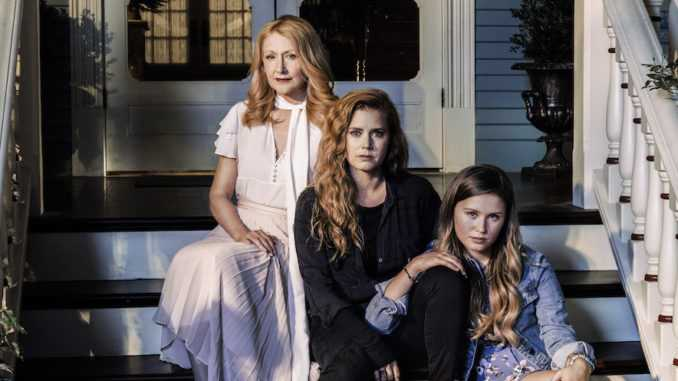 "Patricia Clarkson, Amy Adams och Eliza Scanlen i ""Sharp objects""."