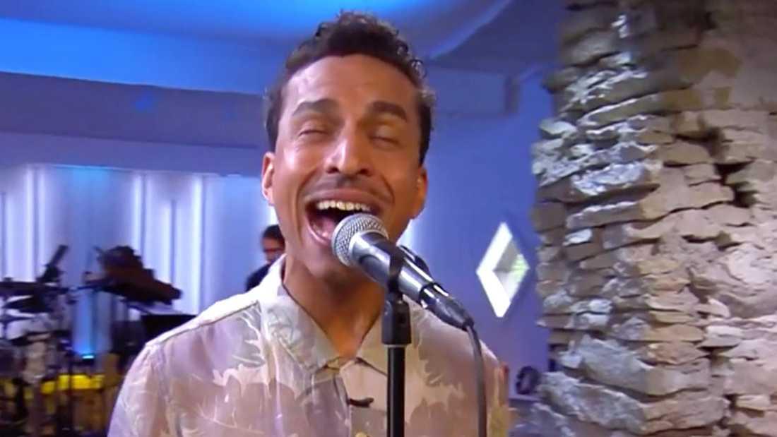 """Timbuktu sjunger Orups """"Regn hos mig""""."""