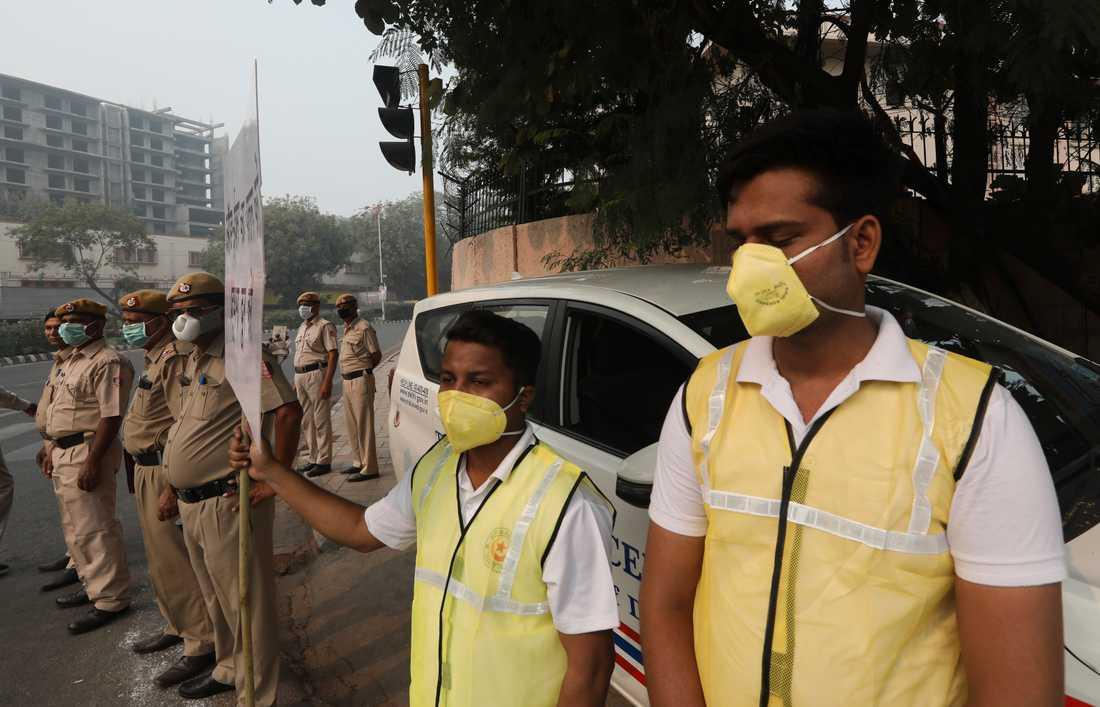 Den 1 november utlyste den statliga miljömyndigheten allmänt hälsonödläge i Delhi på grund av den dåliga luften.