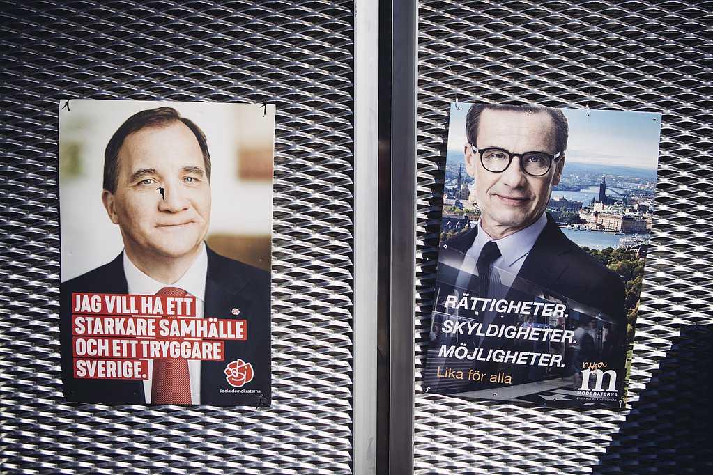 Valaffischer för Socialdemokraterna och Moderaterna.