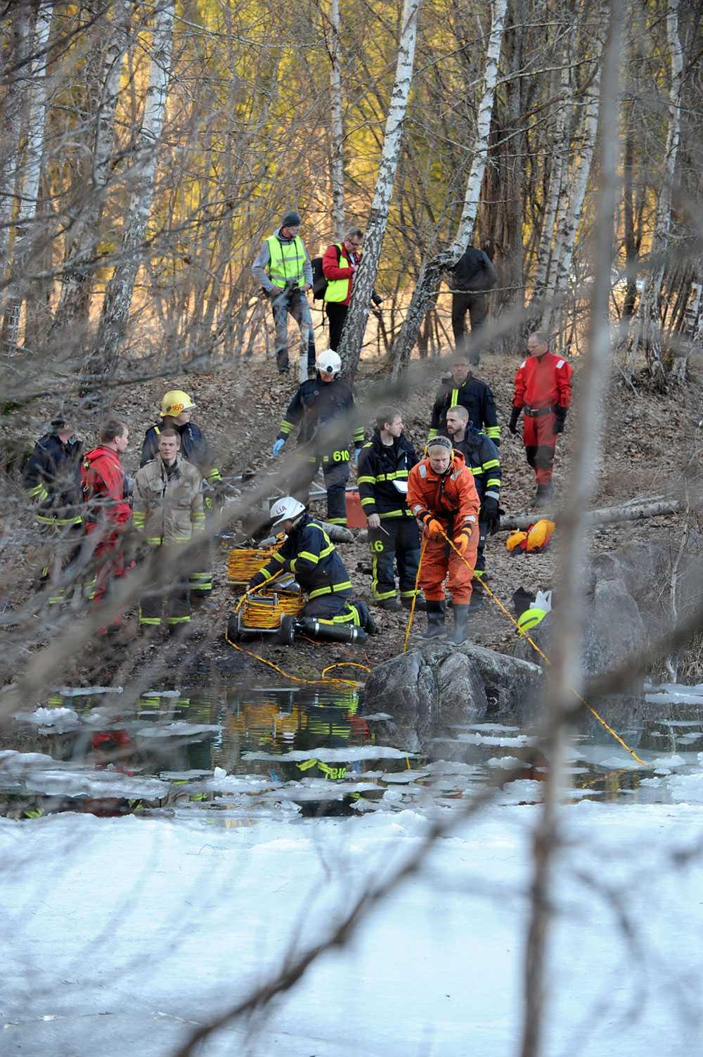 Sökådraget vid kalkbrottet där två dykare försvann och senare hittades döda.