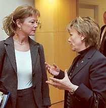 Lena Adelsohn Liljeroth och Beatrice Ask.
