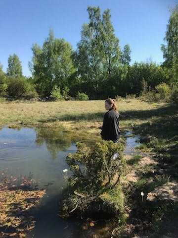 15-åriga Eveline ville väldigt gärna rädda fiskarna.