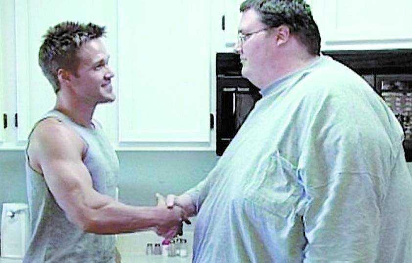 DÅ: 292 KILO Den personlige tränaren Chris Powell blev David Smiths räddare i nöden. Ett hårt träningsprogram gjorde susen.