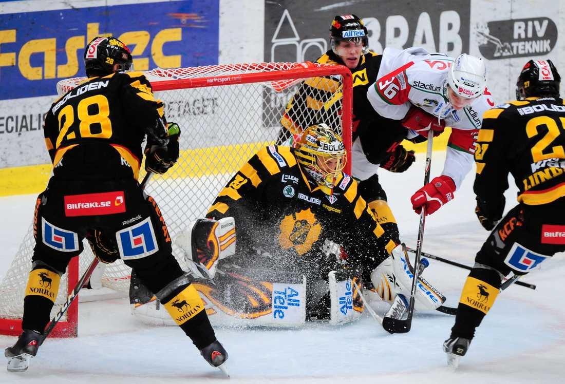Erik Nyström, här i Modos vita tröja, är överens med Djurgården.