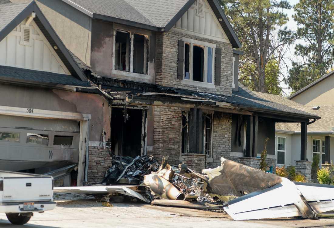 Huset förvandlades till ett eldklot efter kraschen.