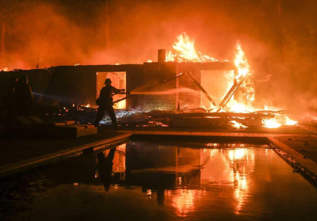 Bränder rasar i Kalifornien.