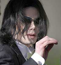 Michael Jackson tackar alla sina fans som ställt upp för honom under den jobbiga rättegången.