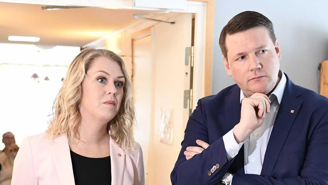 Socialminister Lena Hallengren (S) och Kommunals ordförande Tobias Baudin. Arkivbild.