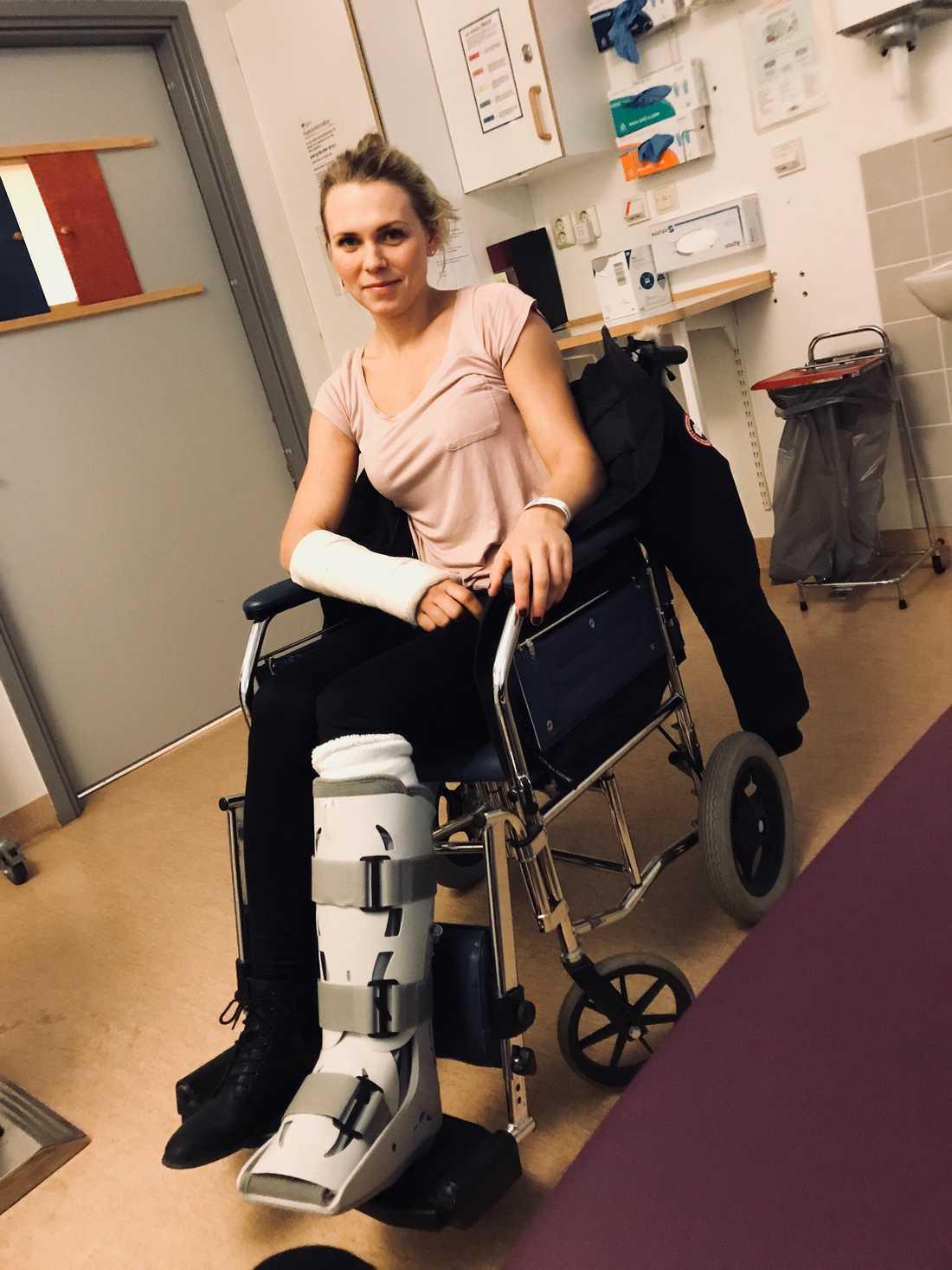 Josefine Ivehag på sjukhus en tid efter olyckan
