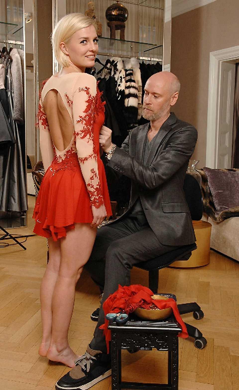 Lars Wallin har designat Viktoria Helgessons klänning till EM.