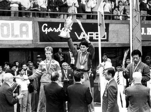 J-O förlorade VM-finalen 1987 mot kinesen Jiang Jialiang.