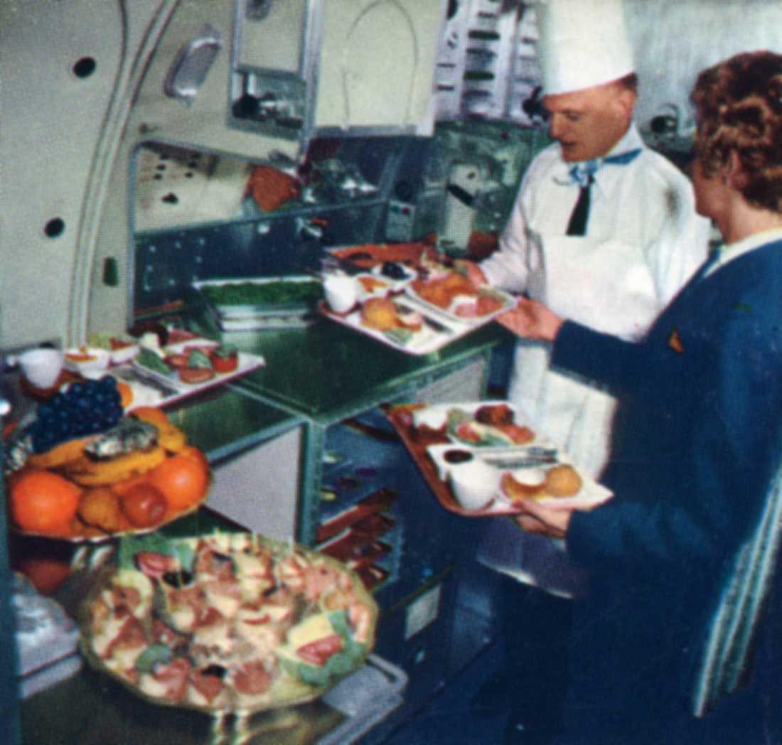 Personal förbereder maten, 1970-tal.