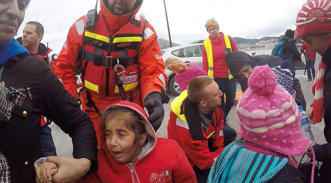 Fler än 65 000 000 har tvingats från sina hem, enligt FN:s senaste rapport. Bild från en räddningsinsats av Gula båtarna.