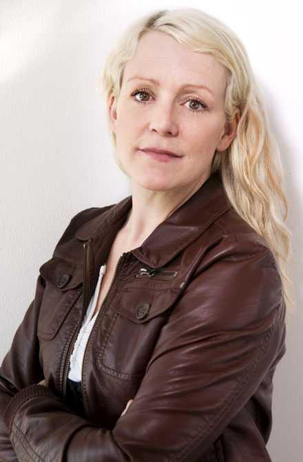 Karin Adelsköld tipsar om hur du nätdejtar säkert.