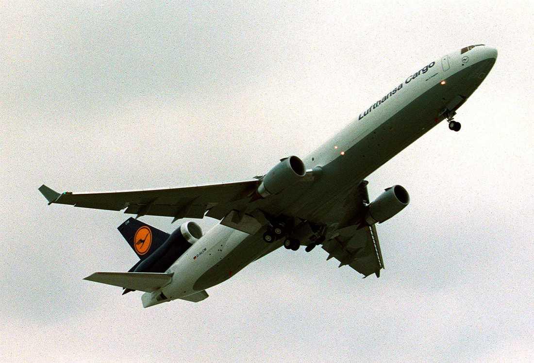 1986 kom en moderniserad version av DC 10, som fick namnet MD 11. Den mest synliga nyheten var hajfenorna på vingspetsarna. Tillverkningen upphörde i slutet av 1990-talet och idag används modellen mest som fraktflyg.
