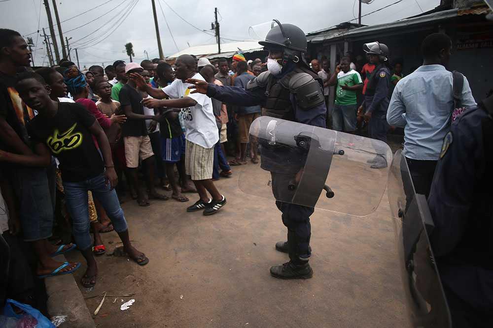 Säkerhetsstyrkor omringar området West Point i Liberias huvudstad Monrovia.