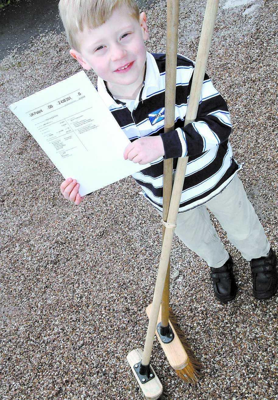 Uppfinnare Sam Houghton var bara tre år när han fick idén till dubbelkvasten. Han är yngst i Storbritannien om att få patent.
