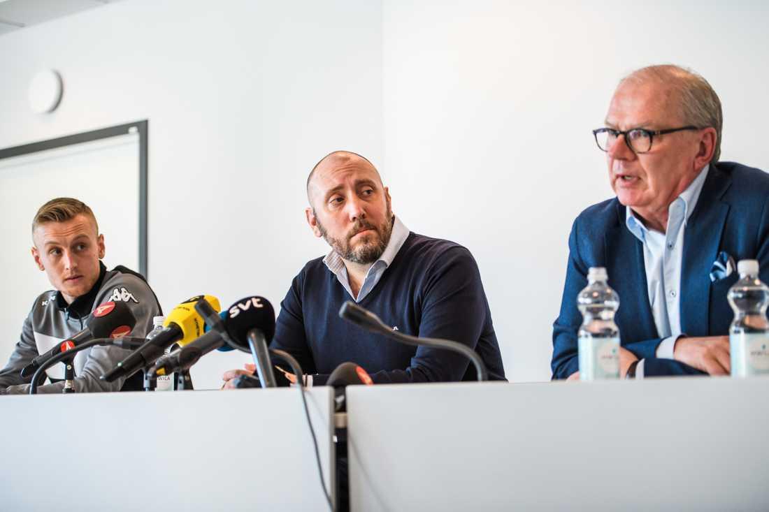 IFK Göteborgs Sebastian Ohlsson, klubbdirektör Max Markusson och ordförande Mats Engström på en presskonferens.