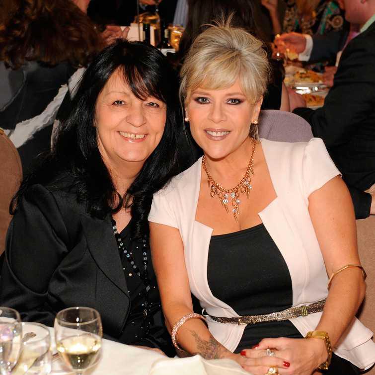 Samantha Fox och Myra Stratton, som gick bort i augusti förra året.