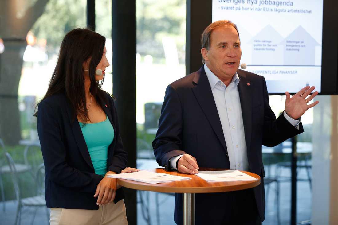 Aida Hadzialic, gymnasie- och kunskapsskoleminister, och statsminister Stefan Löfven.