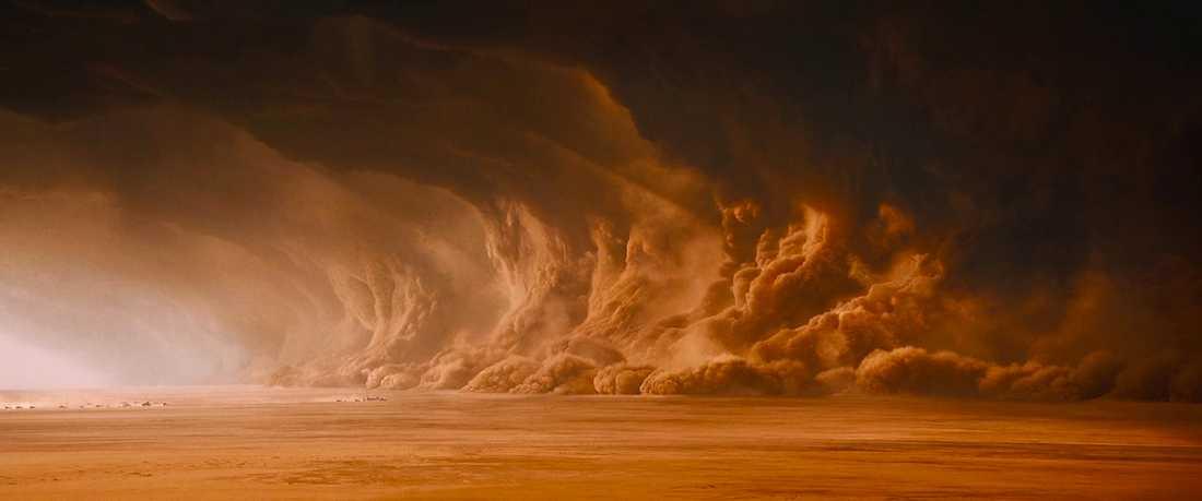 Undergångsväder i filmen Mad Max: Fury road (2015).
