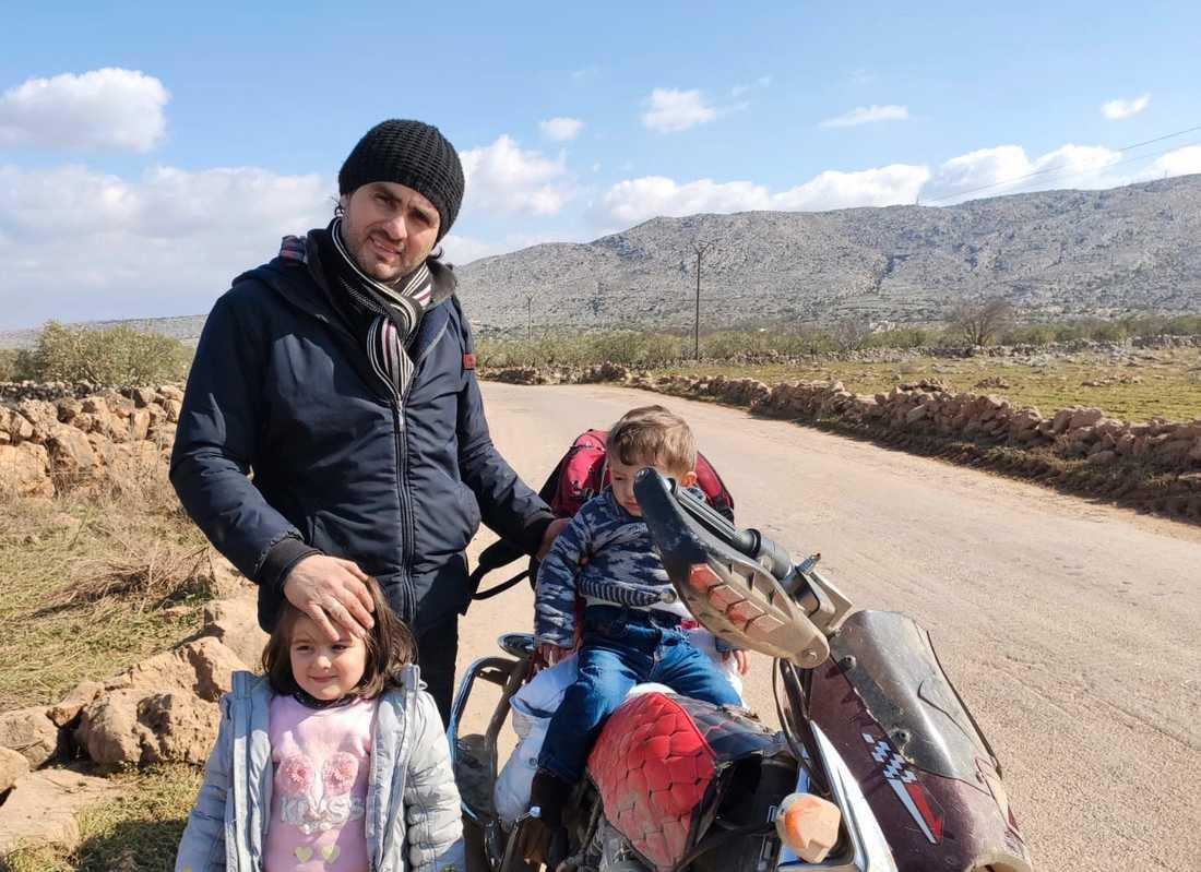 Abdulkafi Alhamdo tillsammans med sina barn Lamar och Mohammed.