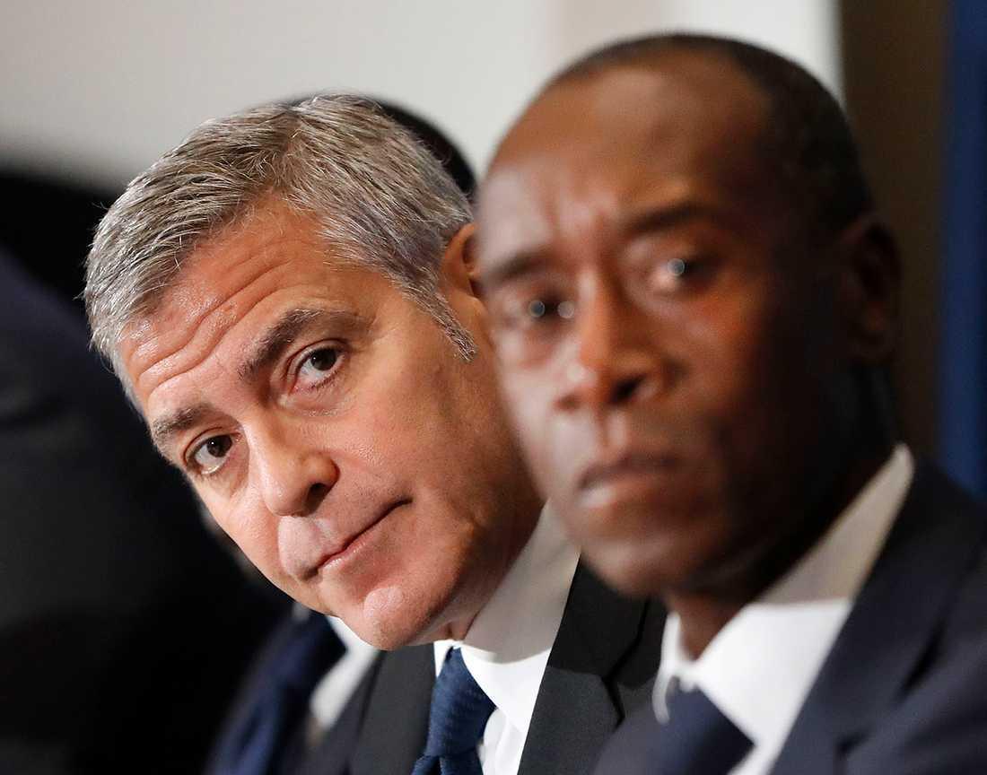 Clooney tillsammans med Don Cheadle, mest känd för sin roll som hotellägaren i filmen Hotel Rwanda.
