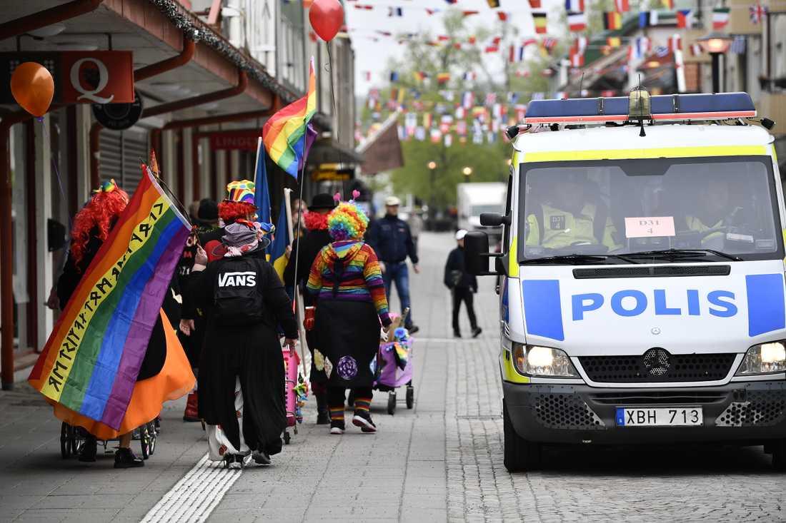 Nazister möttes av clowner i Kungälv på förstamaj.