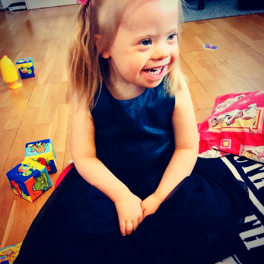 Alina föddes med Downs syndrom – blev tre år i veckan.
