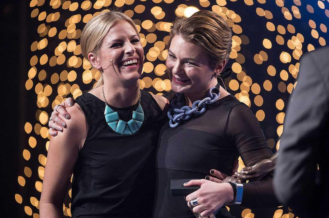 """Annesofie Blixt och Jenny Lindström fick pris på Svenska hjältar-galan förra året för föreningen Tilia. """"Vi anordnar sommarläger med nu senast 14 ungdomar, varav två av dem var killar. Det är mycket färre killar än tjejer som hör av sig till oss"""", säger Annesofie."""