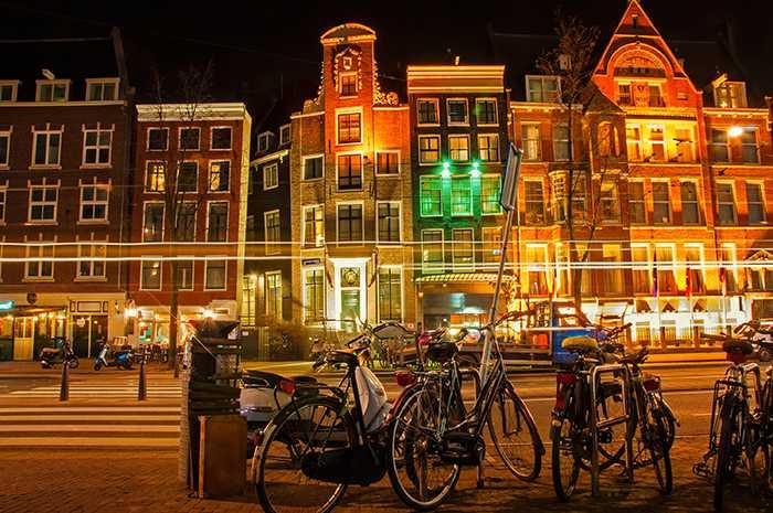 Amsterdam vill förbättra luften i staden och ska förbjuda bensin och dieseldrivna bilar.