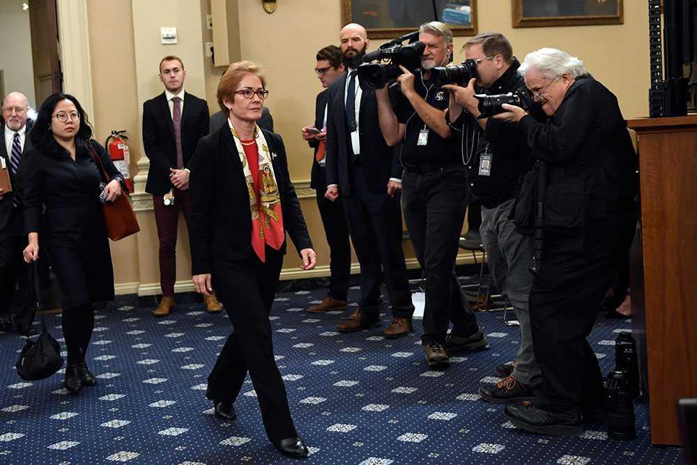 """""""Det är väldigt skrämmande"""", sa diplomaten Marie Yovanovitch om presidentens twittrande under hennes vittnesmål."""
