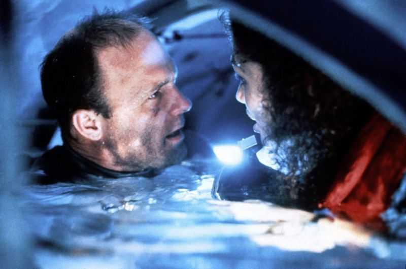 "Ed Harris och Mary Elizabeth Mastrantonio i ""Avgrunden"" (1989)."