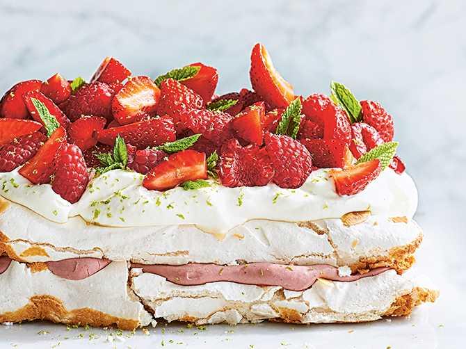 Pinocchiotårta är perfekt att servera som sommartårta.