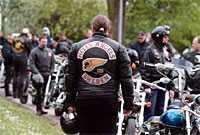 inte välkomna på krogen Polisen i Halmstad hotar att dra in serveringstillståndet för krogar som serverar medlemmar i Hells Angels eller Bandidos.