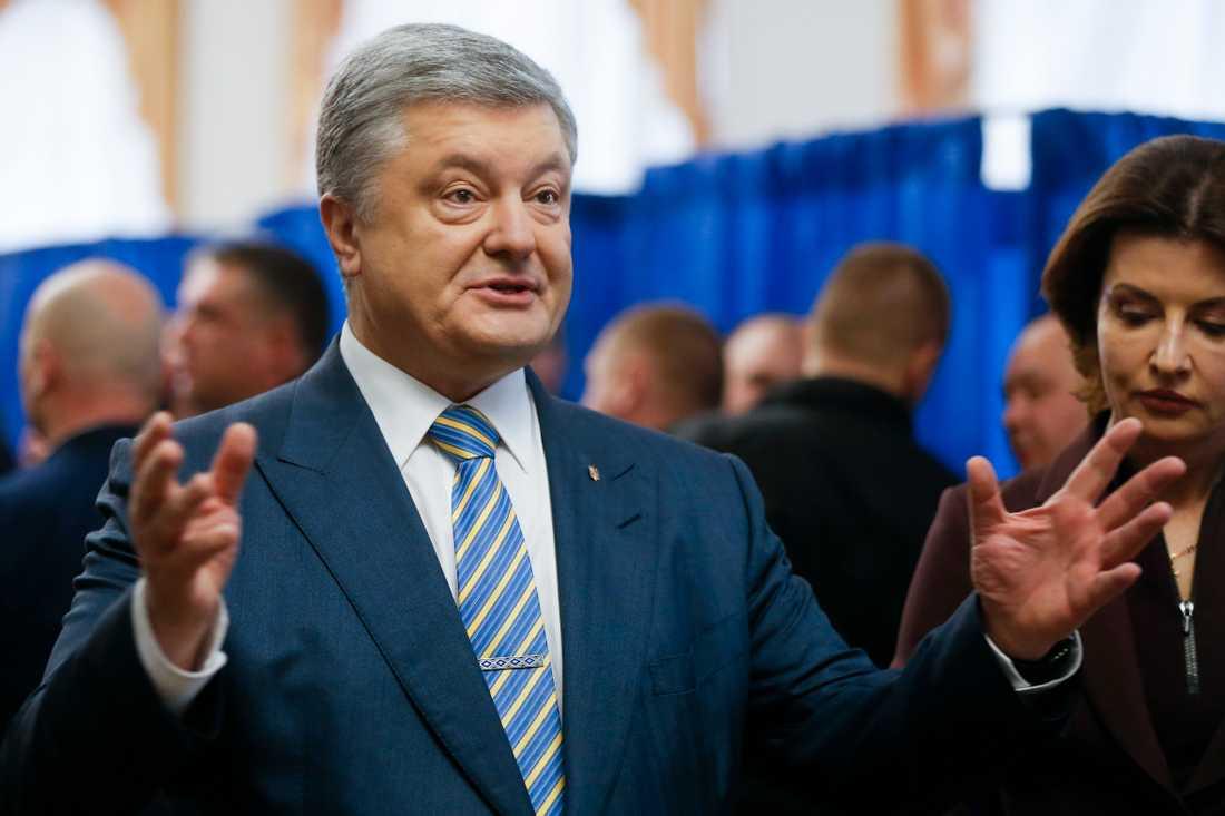 Ukrainas sittande president Petro Porosjenko med frun Maryna på valdagen.