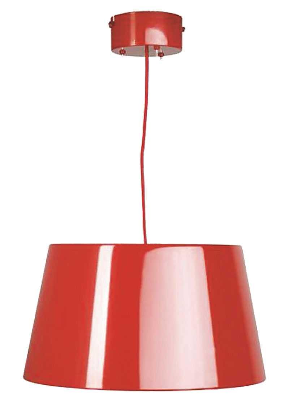 """Rödlackad taklampa i plåt blir en snygg detalj i köket. """"Kulla"""" kommer från Ikea 699 kr."""