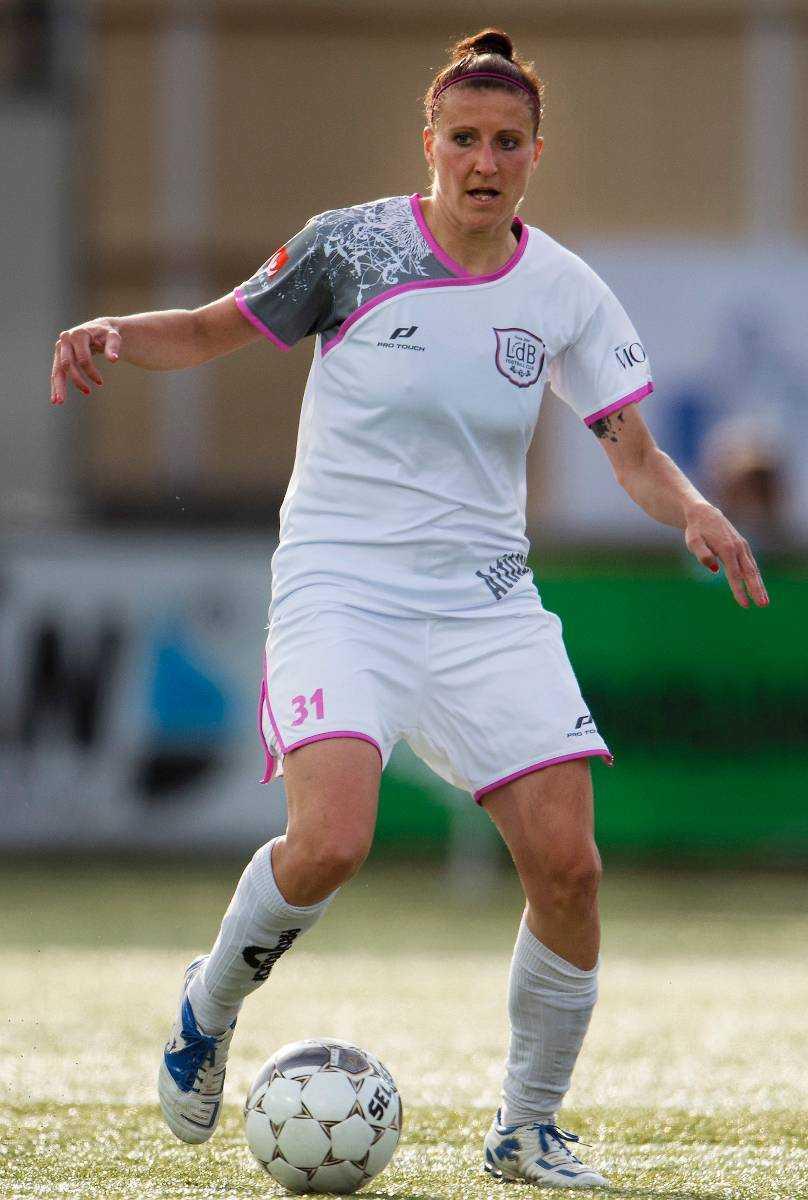 Stressigt schema Tysklands landslagsstjärna Anja Mittag är en del av den tyska landslagstruppen som redan har samlats för att vässa formen – samtidigt är hon en viktig kugge i de två resterande matcher med klubblaget LdB FC Malmö.