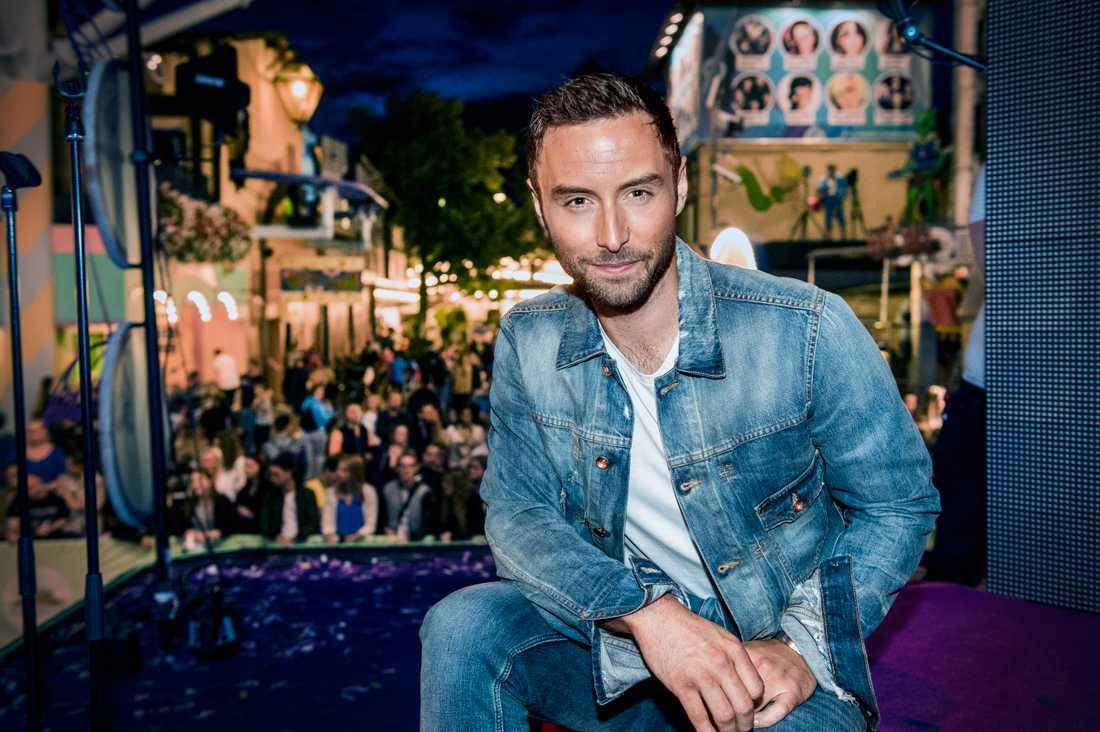 Måns Zelmerlöw hyllas efter första kvällen på nya jobbet som Sveriges Eurovision-kommentator