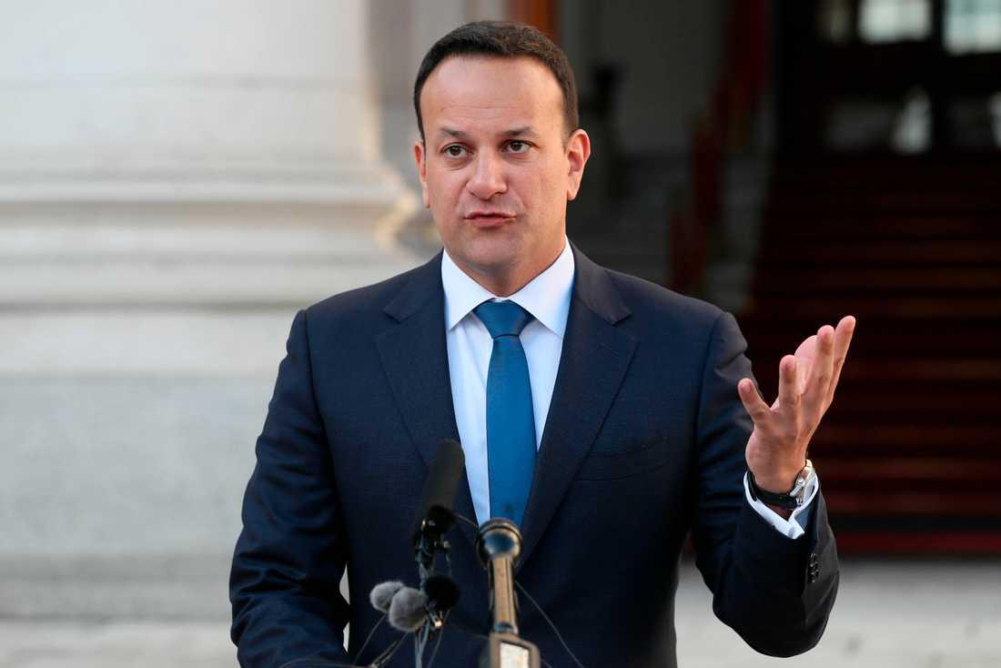Irlands premiärminister Leo Varadkar tar emot Storbritanniens premiärminister Theresa May i Dublin. Arkivbild.