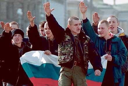 Skinnskallar i Ryssland får mer uppmärksamhet och organisationer som försöker motverka hatbrott möter hårdnande motstånd.